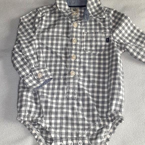 👶 5 for $25! Baby Bgosh (oshkosh) Button down long sleeve onesie. 12 months